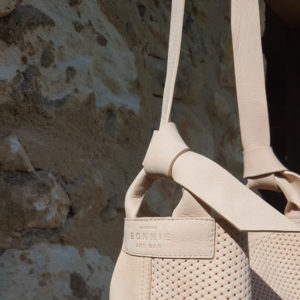 Sac seau nubuck nude avec bandoulière Escapade par Bonnie and Bag