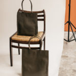 Petit cabas vertical en cuir Khaki Petit Compagnon par Bonnie and Bag